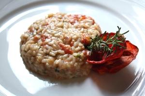Risoto de tomate confitado com ervas aromáticas